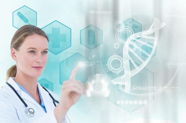 Doctora trabajando sobre una pantalla científica.